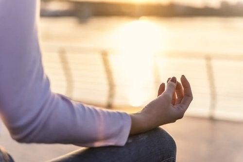 Quanto tempo deve durar uma prática de ioga?