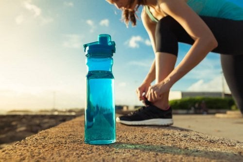 Atletas de alto desempenho precisam de água