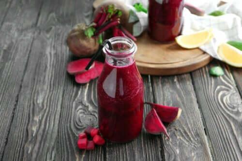 Sucos vermelhos para perder peso de forma saudável