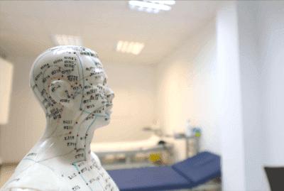 Tratamento de auriculopuntura contra o Parkinson