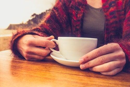 Os benefícios de parar de tomar café
