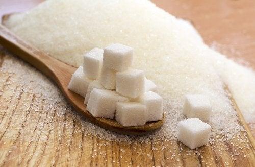 O consumo de açúcar pode piorar a candidíase cutânea