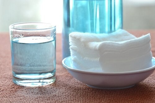 Agua oxigenada para limpar as bandejas do forno