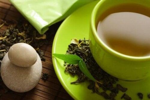 O chá verde ajuda você a perder peso? Descubra!