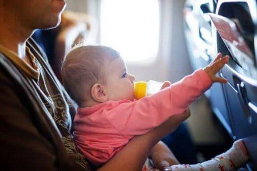 Como fazer uma viagem longa com o bebê?