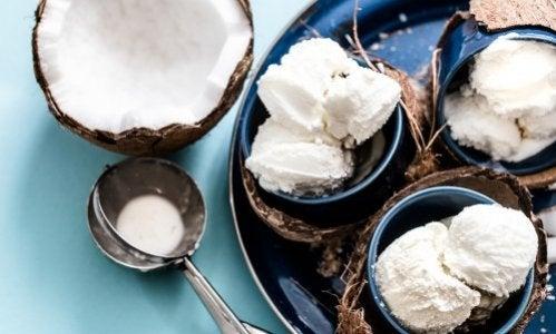 Como preparar um sorvete de coco sem laticínios
