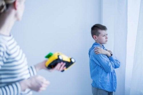 Criança com mutismo seletivo