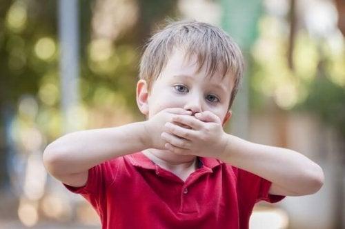 Criança com problemas de comunicação