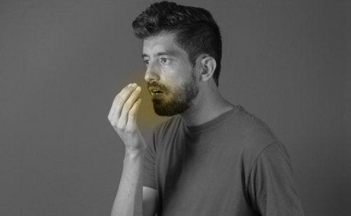 Dieta cetogênica provoca mau hálito