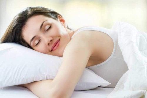 Para cuidar da pele dos olhos, durma bem