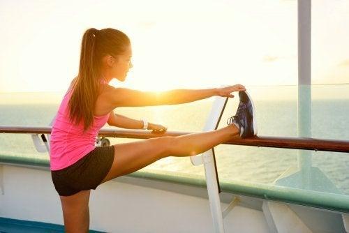 Moça fazendo exercício
