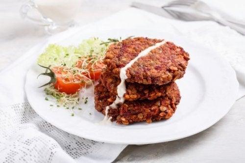 Receita de super-hambúrguer vegetal com lentilhas vermelhas