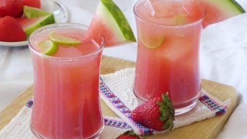 Infusão de melancia e água de coco