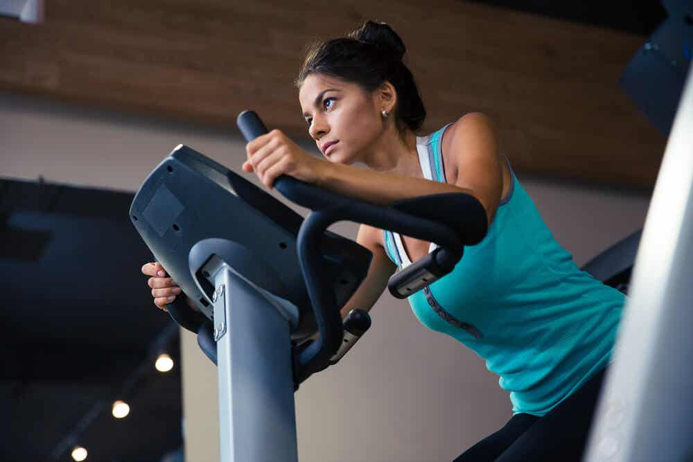 Conheça as melhores máquinas de academia para queimar calorias e tonificar os músculos