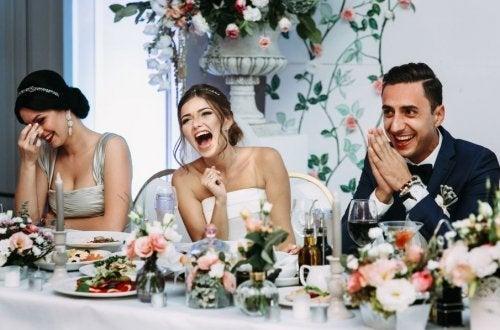Noivos jantando
