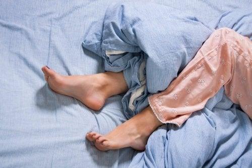 O que se sabe sobre a doença de Willis-Ekbom ou a síndrome da pernas inquietas?