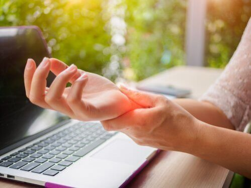 Prevenir a artrite nas mãos: 5 dicas que ajudam