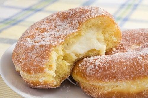 Alto teor de açúcar das rosquinhas de doce de leite