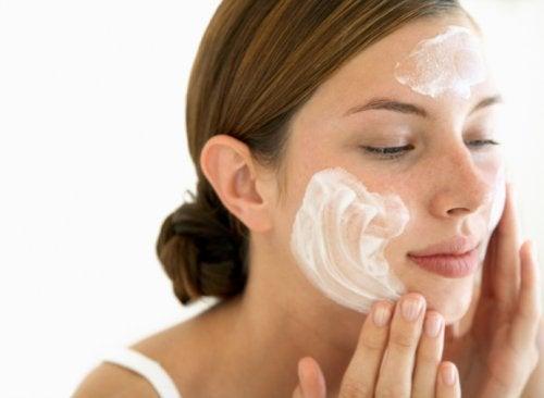 Dicas para limpar a pele corretamente