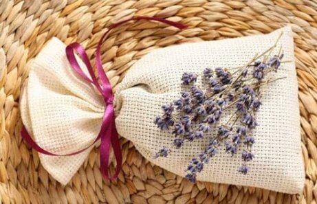 Saquinhos aromáticos com ervas