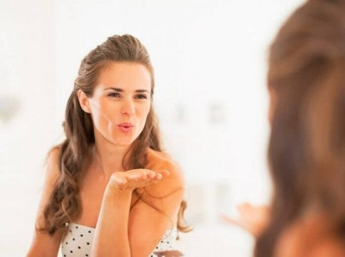 Aumente sua autoestima para ficar bem sem maquiagem
