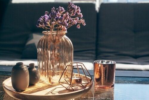 Vaso de vidro com flores