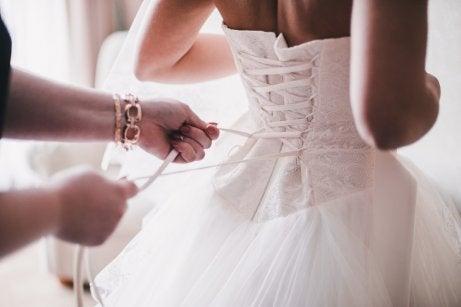 Seu vestido deve estar em consonância com o da noiva