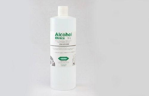 Álcool para tirar manchas de óleo
