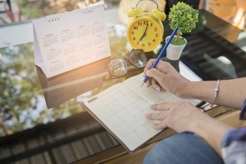 Escreva as tarefas do dia para não esquecer de nada