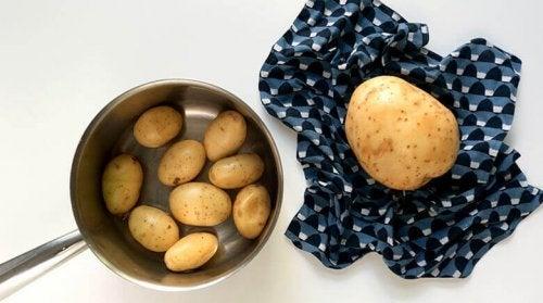 Utilizar as batatas para a limpeza ecológica