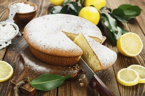 Bolo de limão com gengibre ralado
