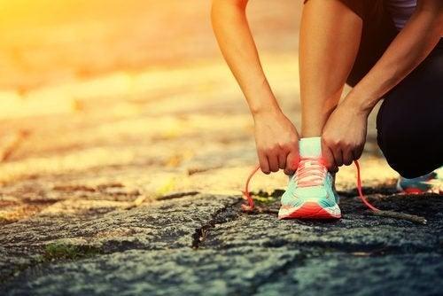 Escolha os sapatos adequados para suavizar o impacto