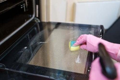 Como limpar o forno: 5 métodos de limpeza