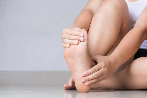 5 conselhos para aliviar tornozelos inchados