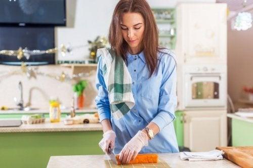 Evitar contaminação cruzada ao cozinhar