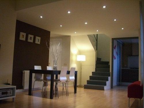 Sala de estar iluminada: casa acolhed
