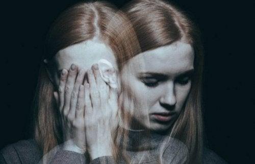 Mulher maltratada sofrendo de depressão