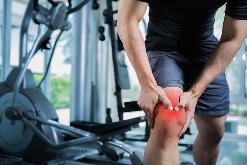 Distensão muscular no joelho