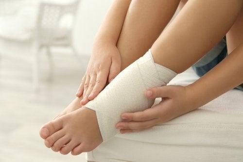 Faixa para aliviar tornozelos inchados