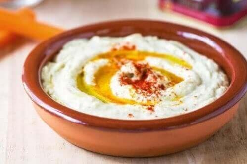 Hummus de grão de bico com pimentão