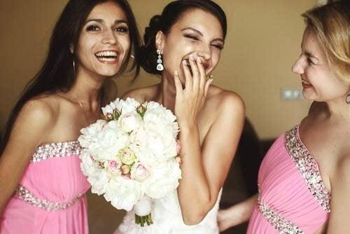 Noiva feliz no dia do casamento