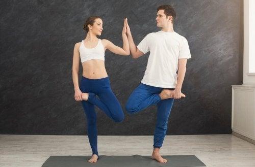 Postura de ioga a dois