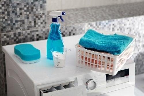 5 produtos para tirar manchas de óleo da roupa