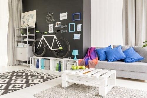 Sala de estar com materiais reciclados
