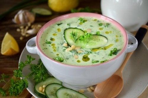Sopa de pepino e abacate: baixa em calorias