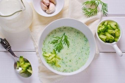 Sopa de pepino e abacate
