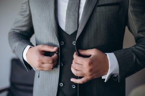 Noivo com traje