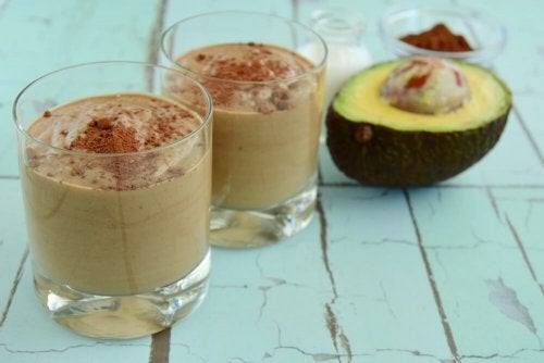 Uma das 3 receitas com abacate contém chocolate