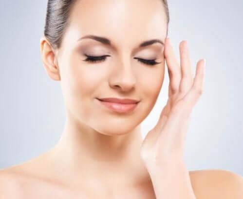 6 dicas para remover o brilho oleoso do rosto