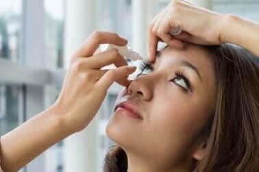 Colírio com eufrásia para acalmar a vista